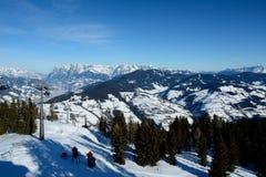 Valle, montagne e cabina di funivia Wagrain e Alpendorf vicini Fotografie Stock Libere da Diritti
