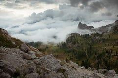 Valle nebbiosa della dolomia Fotografia Stock
