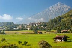 Valle nelle alpi della Svizzera Immagine Stock