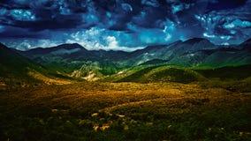 Valle nuvolosa Fotografia Stock
