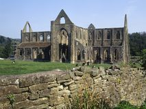 Valle pintoresco de la horqueta - abadía de Tintern Imagen de archivo libre de regalías