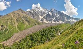 Valle pittoresca nel Caucaso del nord, Russia fotografia stock