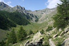 Valle profundo de Forneris, cerca de Ferrere, el municipio de Argentera, montañas marítimas (28 de julio de 2013) Imágenes de archivo libres de regalías