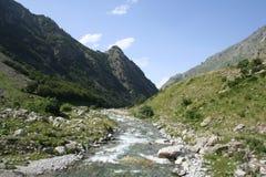 Valle profundo del soporte Colomb, hacia la parte inferior del valle, montañas marítimas, Entracque (27 de julio de 2014) Foto de archivo