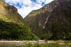 Valle sagrado de los Peruvian: El paseo del tren a Machu Picchu Foto de archivo libre de regalías