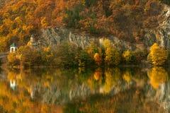 Valle sull'autunno, Romania di Olt Fotografia Stock
