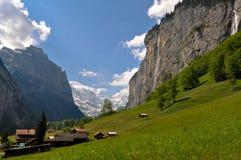 Valle svizzera delle alpi, paesaggio scenico Immagini Stock Libere da Diritti