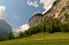Valle svizzera delle alpi, paesaggio scenico Fotografie Stock Libere da Diritti