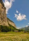 Valle svizzera delle alpi, paesaggio scenico Fotografia Stock