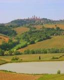 Valle toscana con San Gimignano Fotografia Stock Libera da Diritti