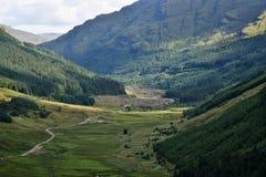 Valle a través de las colinas Imagen de archivo