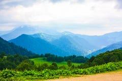 Valle verde de la montaña Fotos de archivo
