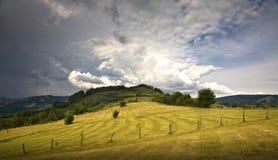 Valle verde de la montaña fotografía de archivo