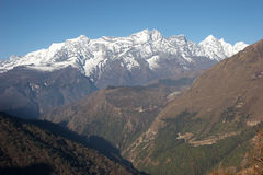 Valle verde en el rastro de Everest, Himalaya, Nepal Foto de archivo