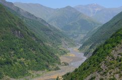 Valle vicino a Ilisu, un maggior paesino di montagna di Kurmuk di Caucaso nell'Azerbaigian nordoccidentale fotografie stock libere da diritti