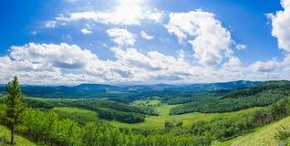 Valle y cielo panorámicos Fotos de archivo