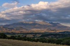 Valle y el monte Olimpo en el fondo, Grecia Foto de archivo libre de regalías
