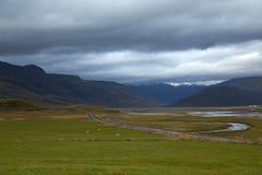 Valle y montañas en Islandia Imágenes de archivo libres de regalías