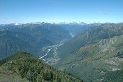 Vallei in Alpen Royalty-vrije Stock Afbeeldingen