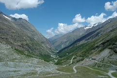 Vallei in Alpen Royalty-vrije Stock Foto's