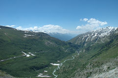Vallei in Alpen Stock Foto's