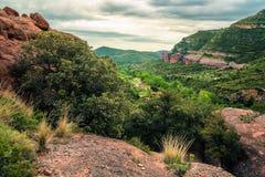 Vallei in bergen in lentetijd, Spanje Royalty-vrije Stock Afbeeldingen