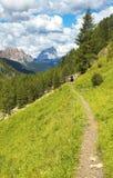 Vallei in Dolomiet met Monte Pelmo op de achtergrond royalty-vrije stock afbeeldingen