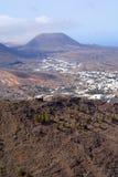 Vallei en bergen op Lanzarote Royalty-vrije Stock Foto