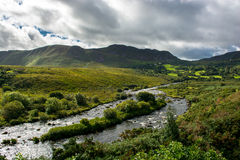 Vallei en Rivier bij de Ring van Kerry in Ierland Royalty-vrije Stock Foto's