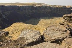 Vallei Geringd met Zuilvormig Basalt stock fotografie