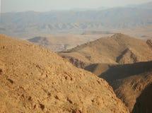 Vallei tussen bergen stock foto's