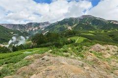 Vallei van Geisers Kronotskynatuurreservaat op het Schiereiland van Kamchatka stock afbeelding
