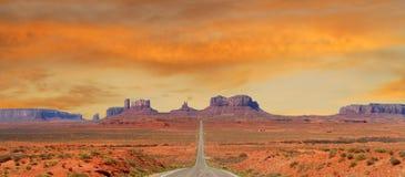 Vallei van het Monument van het landschap de naderbij komende in Utah Stock Foto
