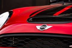 Vallelunga, Itália 24 de setembro de 2017 Mini logotipo da parte dianteira do carro do tanoeiro Fotos de Stock Royalty Free