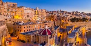 Valletta, Μάλτα - τα παραδοσιακοί σπίτια και οι τοίχοι Valletta στοκ εικόνες
