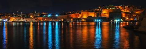 Valletta, μεγάλο λιμάνι τη νύχτα Μάλτα Floriana anf Στοκ Εικόνες