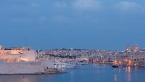 Valletta - Hauptstadt von Malta - vom Abend bebauen Nacht - hyperlapse stock video