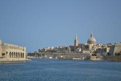 Valletta huvudstaden av Malta från hamnen Arkivbilder