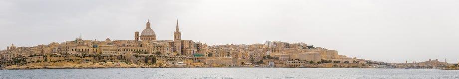 Valletta linia horyzontu i St Pauls katedra w światło dzienne panoramicznym strzale - Malta Obraz Royalty Free