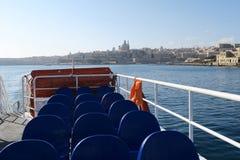 Valletta, Malta 3. AUGUST 2016: Sliema zu Valletta-Fähre, die Valletta verlässt Stockbilder