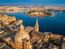Valletta Malta - flyg- sikt av vår dam av den Mount Carmel kyrkan, domkyrka för StPaul ` s fotografering för bildbyråer