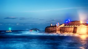 Valletta, Malta: Forte St Elmo, Forti Sant Lermu na noite fotografia de stock