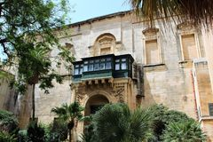 Valletta, Malta, im Juli 2014 Der reizend Hof des alten Hauses des Ritters stockfoto