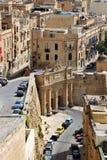 Valletta Malta, Juli 2014 Sikt av drottningen Victoria Gate i den lägre delen av staden arkivbilder