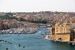 Valletta, Malta, Juli 2014 Weergeven van de stad Senglea en de baai royalty-vrije stock foto
