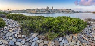 Valletta, Malta - opinião panorâmico da skyline da cidade antiga de Valletta Foto de Stock Royalty Free