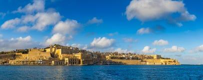 Valletta, Malta - opinião panorâmico da skyline o capital de Malta com porto grande Foto de Stock Royalty Free