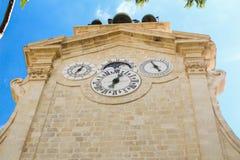 Valletta, Malta, septembar 26, 2017 - macht Uhr auf historischen Glockenturm im Garten in Prinz Alfreds Courtyard von fest stockfotografie
