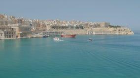Valletta, Malte Bateaux et bateaux dans le port banque de vidéos