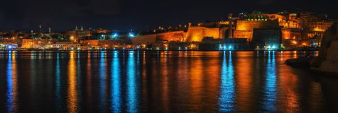 Valletta storslagen hamn för Floriana anf på natten Malta Arkivbilder